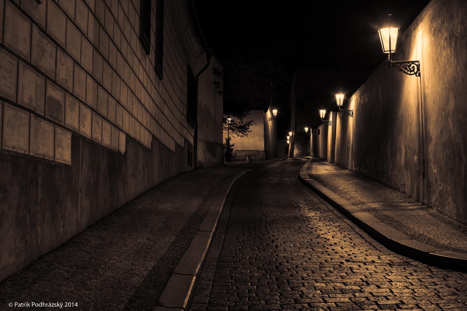 Nočním Pražským hradem